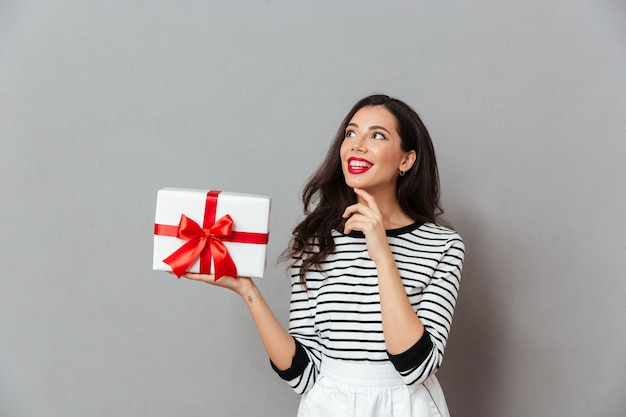 Portrait of a smiling woman holding gift box