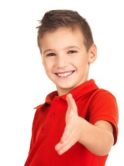 Ritratto di smilingboy che mostra il gesto della stretta di mano, isolato su bianco