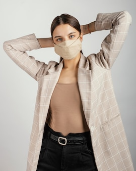 Maschera da portare della donna alla moda del ritratto