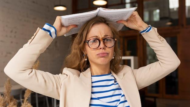 Портрет учителя с книгой на голове