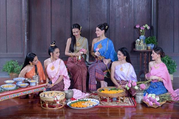 タイ時代の衣装で肖像画タイモデル