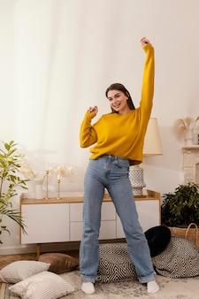 Портрет женщины дома танцы