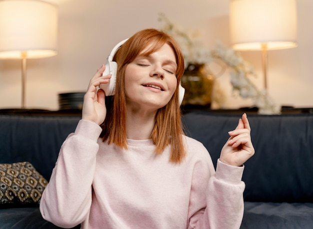 세로 여자 집에서 듣는 음악