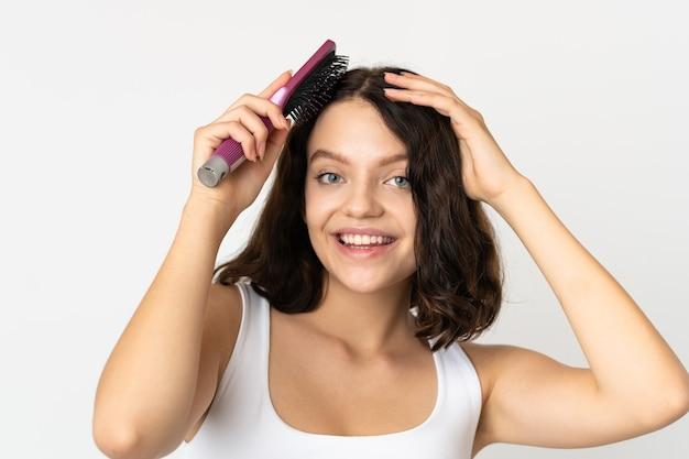 髪をブラッシングする肖像画の女性