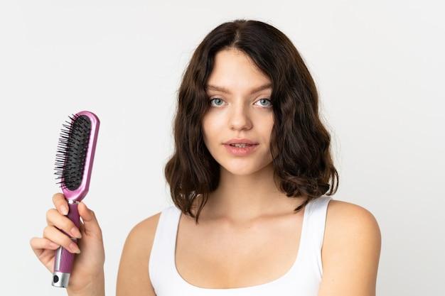 Портрет женщина расчесывает волосы