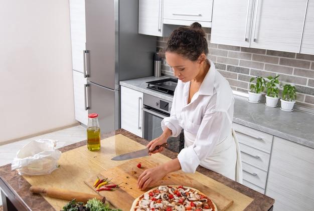 세로 여자 요리 피자