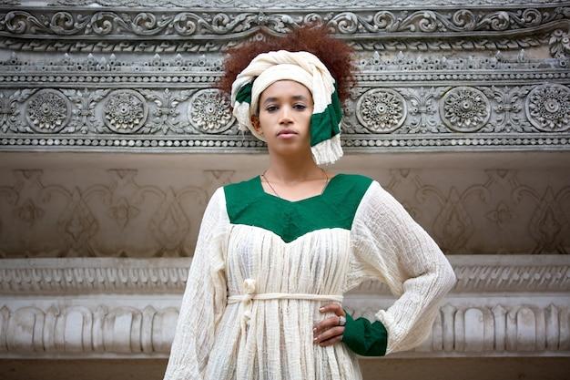 자메이카 의상에 초상화 여자입니다.