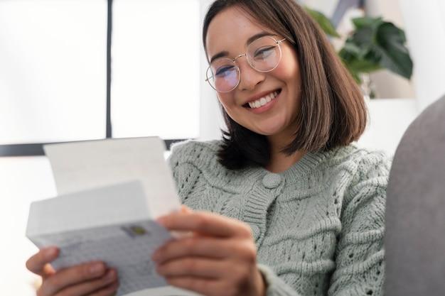 Lettera della lettura della donna del ritratto