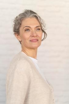Портрет женщины, улыбающейся