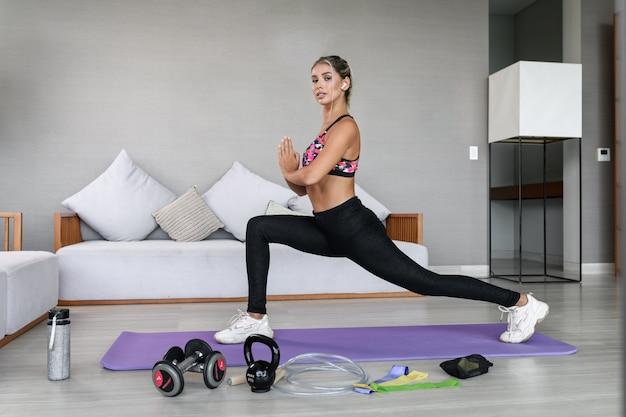 Портрет женщины тренировки дома