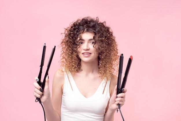 ストレートヘアアイロンで肖像画の女性