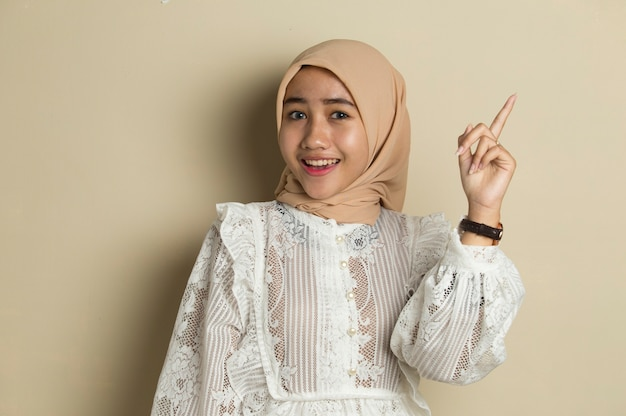 Portrait of young asian muslim woman wearing hijab have good idea and inspiration