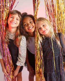 パーティーで若い女の子の肖像画