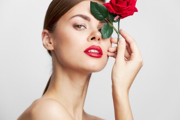 赤い唇と肖像画の若い女性