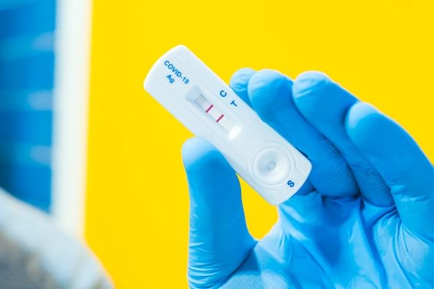 Covid19の迅速検査を使用した陽性検査結果