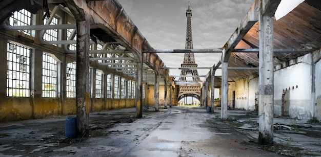Post-apocalyptic effel tower