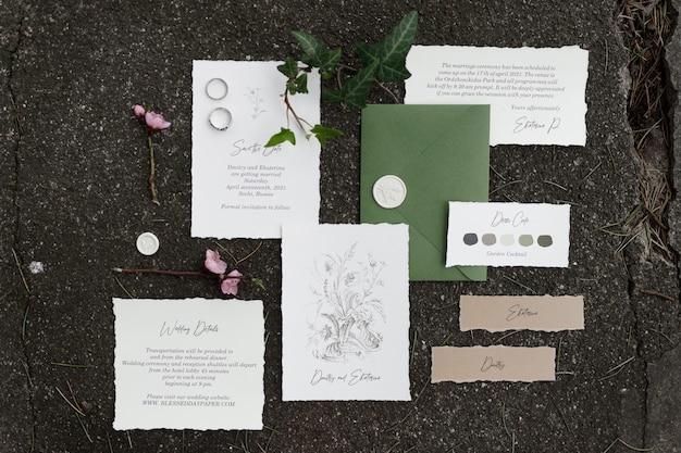 Открытка-конверт и открытка на свадебную печать на фоне с травой и мхом