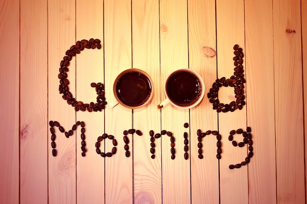 木材上のポスター「良い朝」