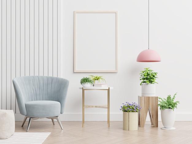 在空的白色墙壁上的海报大模型在客厅内部与蓝色天鹅绒扶手椅子