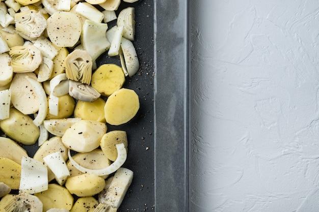 Картофель и артишок с фенхелем для запекания сырых ингредиентов, вид сверху