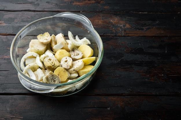 Картофель и артишок с фенхелем для запекания сырых ингредиентов