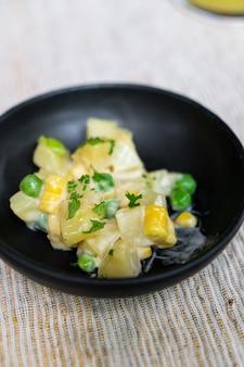 Салатница из картофеля и кукурузы