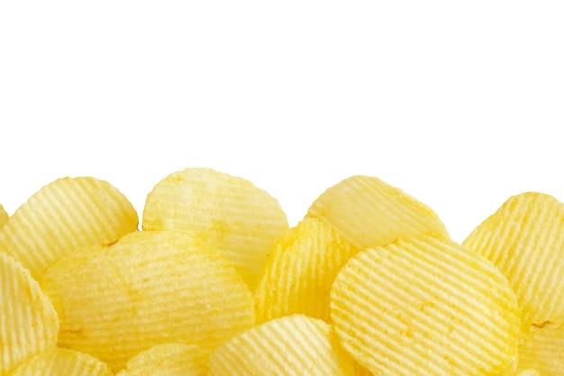 클리핑 경로와 copyspace 흰색 배경에 고립 된 감자 칩