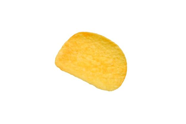 Картофельные чипсы, изолированные на белом фоне.