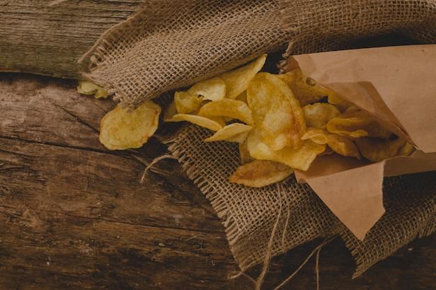 Patatine fritte sul tavolo