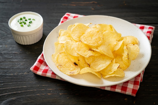 Potato chips with sour cream dipping sauce