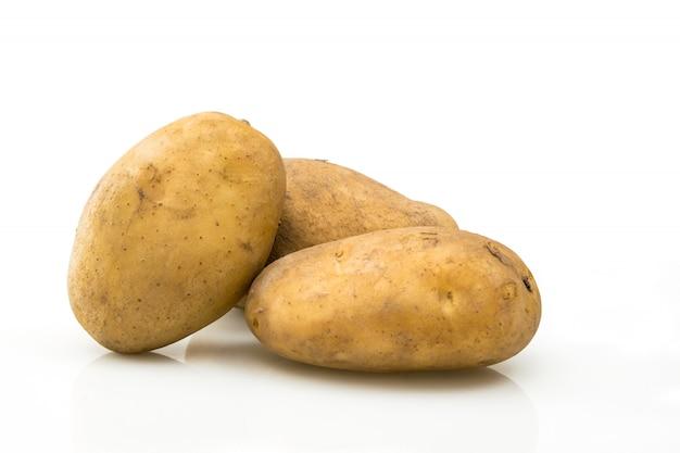 Картошка изолированная на белом конце предпосылки вверх по взгляду.