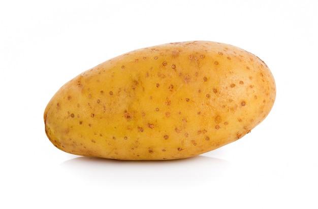 白い表面に分離されたジャガイモ