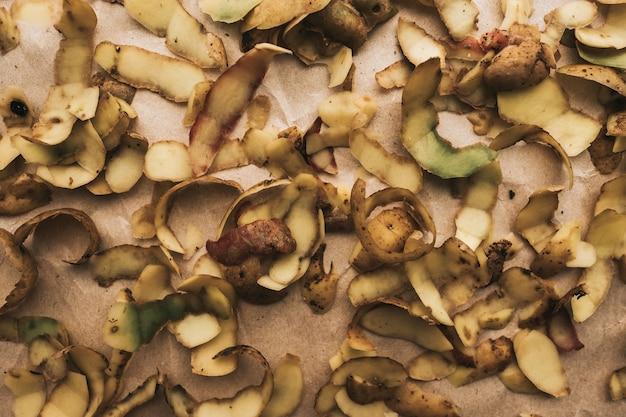 Картофельные шкурки на крафт-бумаге, абстракция