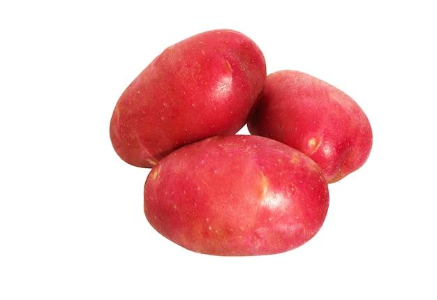 白い背景で隔離のジャガイモ。赤いジャガイモの山。