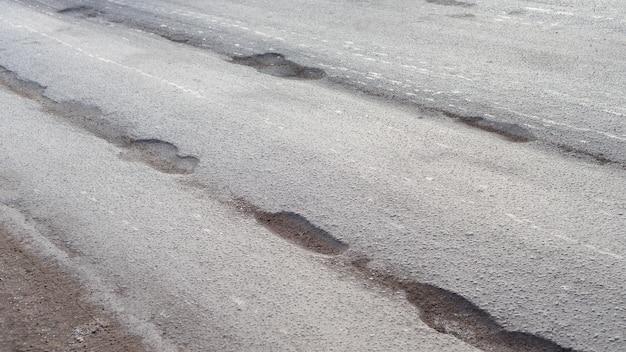アスファルト、ピット、安全でない、穴のある道路の穴。