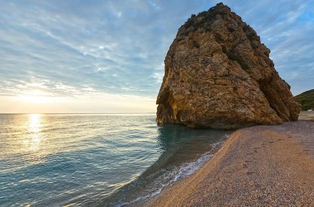 Potistika ビーチの日の出ビュー ギリシャ。エーゲ海。