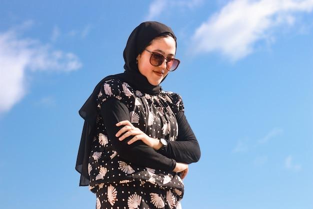 히잡을 쓴 20대 젊은 여성의 초상
