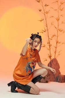 典型的な中国の服を着ている若い女性のpotrait