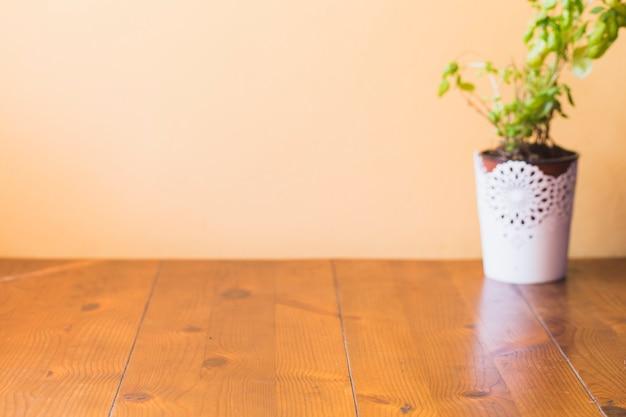 木製の鉢植え