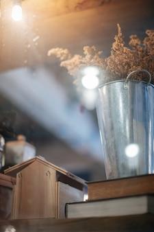 コーヒーショップで飾られた鉢植え