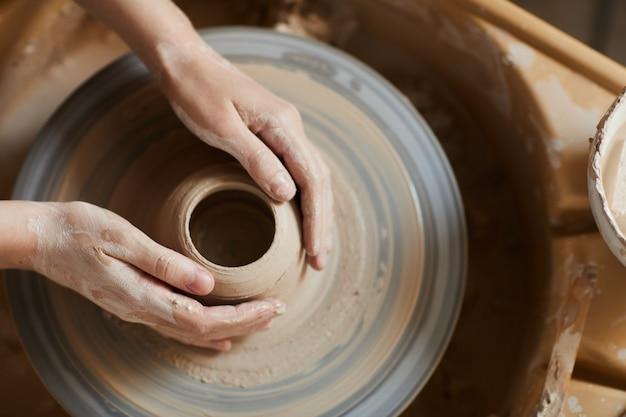 仕事で陶芸家