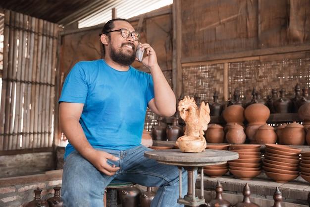 陶器メーカーへの電話