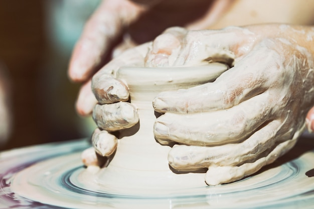 Керамика. изготовление горшка на гончарном круге