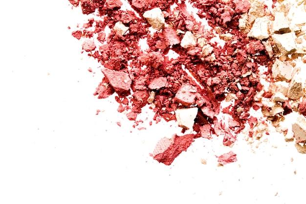 Пудра косметики минеральные органические тени для век румяна или измельченный косметический продукт, изолированные на белом backg ...