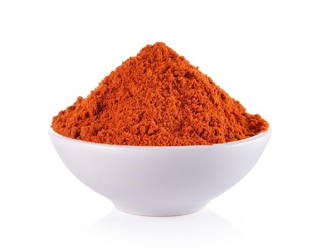 Сухой красный перец в белой миске