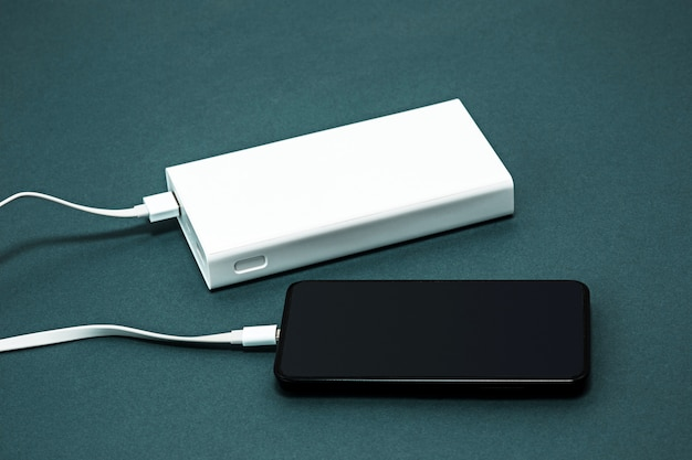 Power bank e telefono cellulare