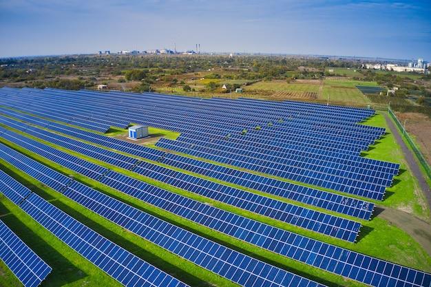 재생 가능한 태양 에너지를 사용하는 발전소