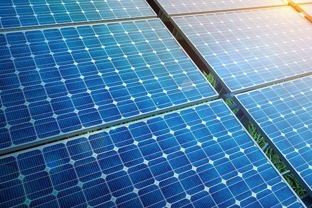 푸른 하늘, 대체 청정 녹색 에너지 개념에 전원 태양 전지 패널