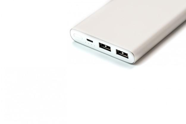 Powerbank для зарядки мобильных устройств с помощью кабеля,