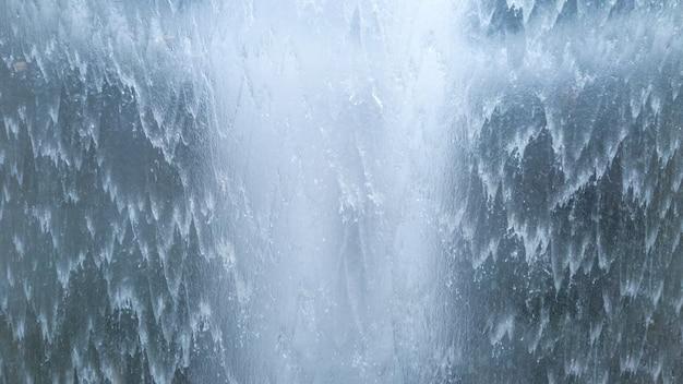 Мощный поток водопада фон из потока воды природы волны, вид макроса.
